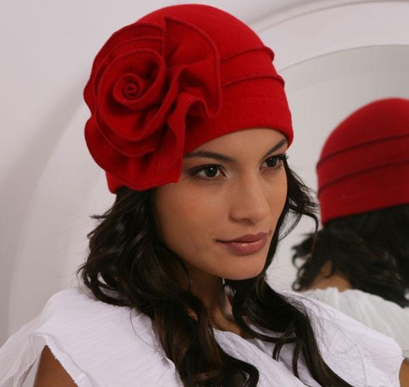 Как украсить шапку своими руками цветы